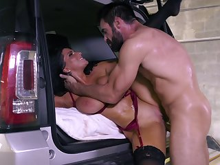 Fucking in the SUV with reference to tattooed pornstar battle-axe Romi Rain