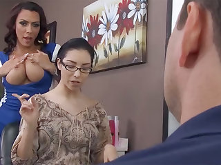 Sexy hairdresser fucks bitch's retrench in barbershop