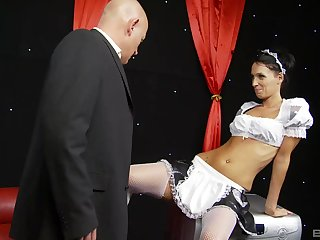 Brunette MILF maid Tammie Lee cum sprayed after a gang bang