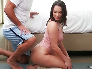 Sexually compulsive babe Lily Love is copulation with her masseur boyfriend