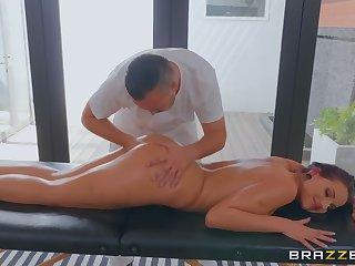 Kerian Lee mismanage dives milf Jolee Love during a massage session