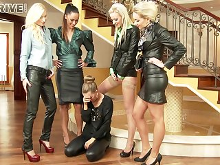 Gorgeous And Naughty Five Lesbians Make O - Angela Christin