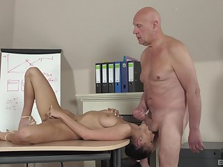 Sweetie leaves rub-down the old professor to bang her cherry steadfast