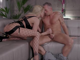 A- and sexy blonde gal Jessica Drake loves unrelieved but hard DP
